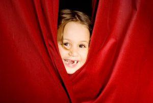 Праздничные театральные представления для детей из неблагополучных семей